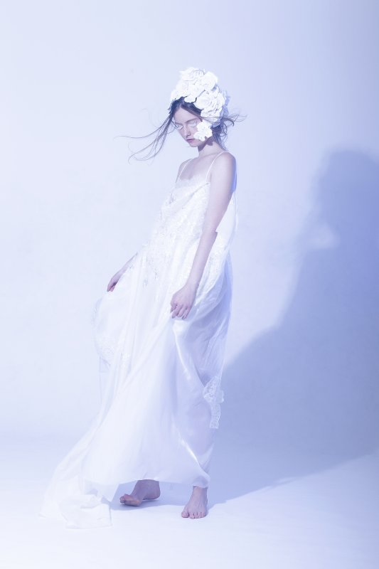Photo by Mouna Tahar, paper head-piece by Arisa Yamasaki, dress by Breeyn McCarney